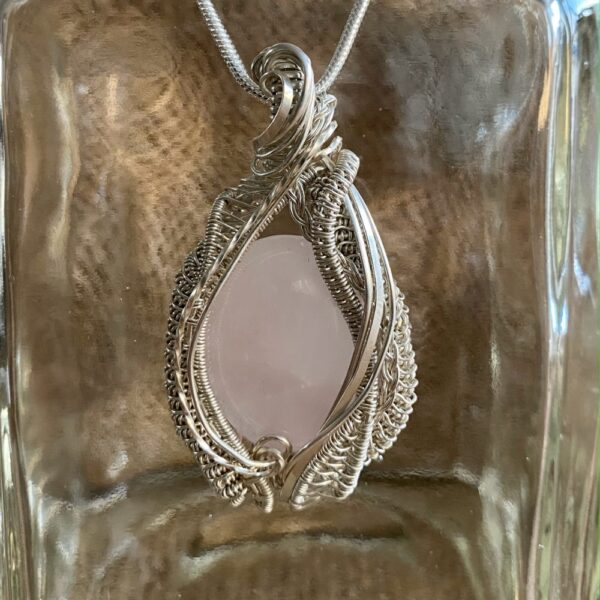 handgemaakte hanger met rozenkwarts en zilver