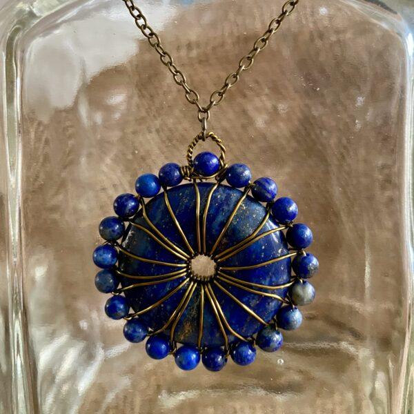 handgemaakte hanger met lapis lazuli